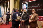 تندیس نشان عالی مدیر سال ایران به مدیر عامل سازمان منطقه آزاد انزلی اهداء شد