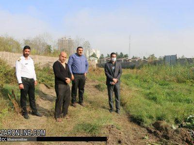 بازدید شهردار از روند لایه روبی و پاکسازی سنبل آبی از رودخانه چمخاله