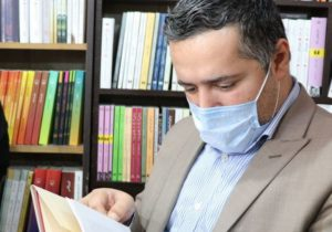 بازدید شهردار لنگرود از کتابفروشی مستقر در محوطه کتابخانه شهر کتاب