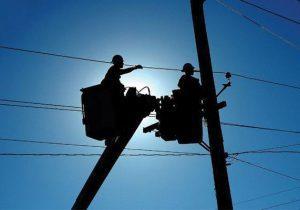 مدیرعامل شرکت توزیع نیروی برق گیلان خبر داد: هرس شاخه های درختان در مجاورت شبکه توزیع برق توسط۴۰ گروه عملیاتی