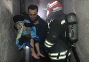 امدادرسانی به ۲۵ نفر ازساکنان محبوس شده آپارتمان دچارحریق در رشت