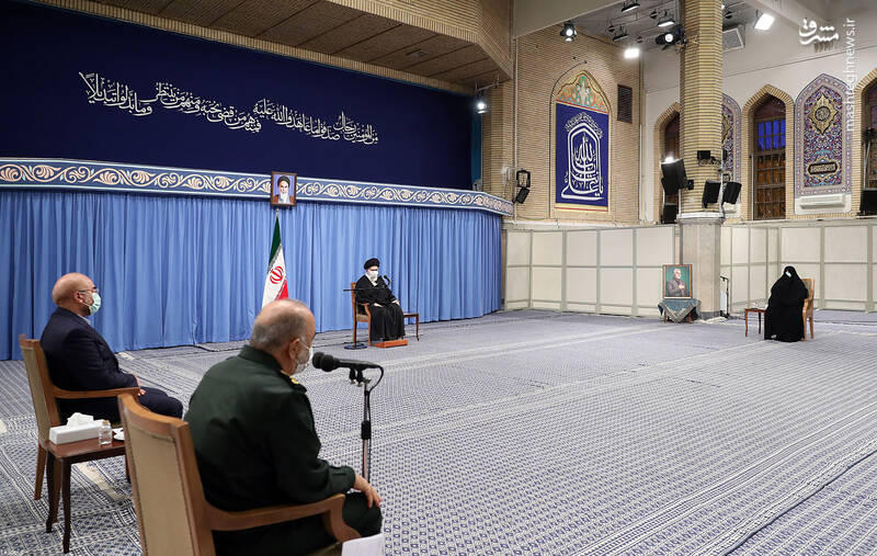 3007653 دیدار دستاندرکاران مراسم سالگرد شهید سلیمانی با رهبر انقلاب
