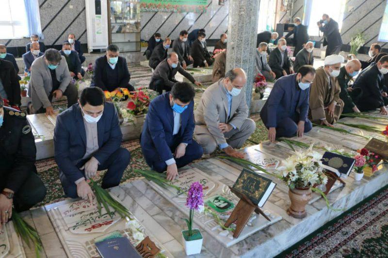 14cb805f-e978-4b99-8536-e1aeae2f2763-800x533 ادای احترام شهردار شهر چاف و چمخاله به مقام شامخ شهدای انقلاب اسلامی