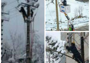 خدمت گزاران مردم در شرکت توزیع برق گیلان باعث پایداری برق در مناطق متاثر از بارش برف شدند