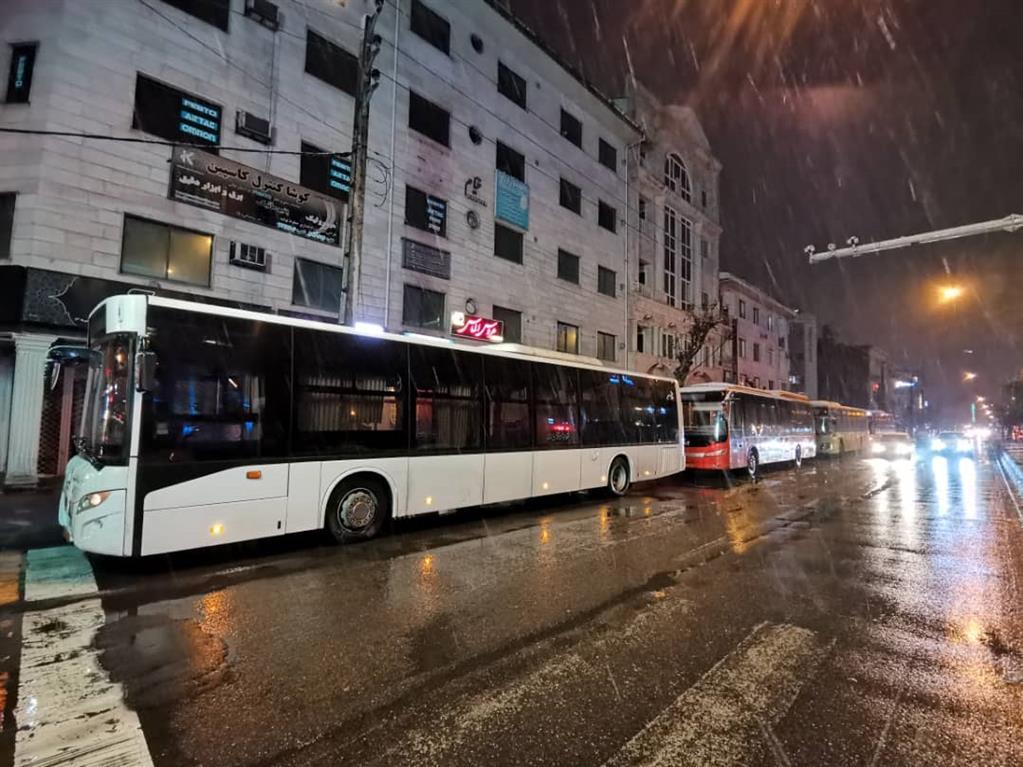 esteghrare-mashinalat10 استقرار ماشینآلات شهرداری رشت در نقاط مختلف شهر در دقایق اولیه بارش برف