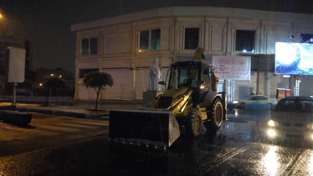esteghrare-mashinalat8 استقرار ماشینآلات شهرداری رشت در نقاط مختلف شهر در دقایق اولیه بارش برف