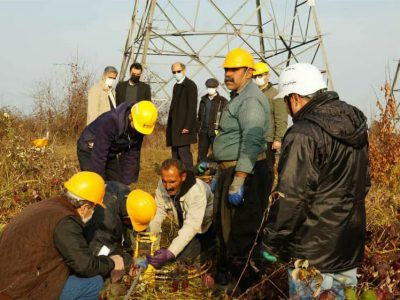 عملیات اجرایی پروژه تعویض سیمهای خط دومداره پست لاهیجان ۲ آغاز شد