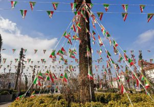 نصب المانهای دهه فجر در میدانهای رشت