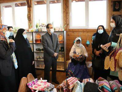 بازدید شهردار رشت به همراه تنها بانوی عضو شورا از مرکز کارآفرینی گیل بانو