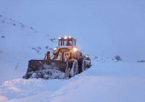 بارش قابلتوجه برف در ارتفاعات گیلان | آزادراه قزوین رشت برای اتوبوسها بسته شد