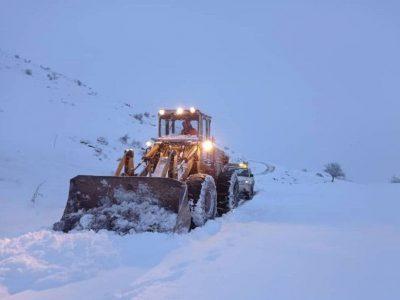 بارش قابلتوجه برف در ارتفاعات گیلان   آزادراه قزوین رشت برای اتوبوسها بسته شد