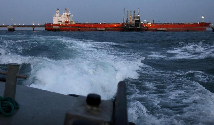 ۱۵ میلیارد دلار نفت آماده فروش ایران در زمین و دریا