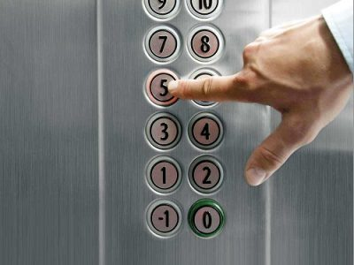 ۱۰ نکته کوتاه هنگام سوار شدن به آسانسور