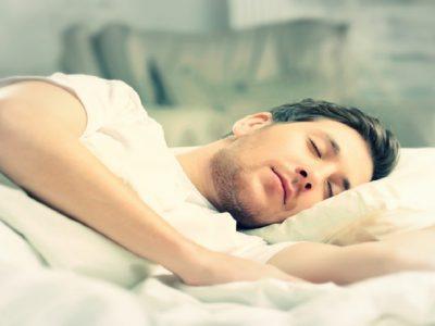 چرا پس از خوردن غذا به خواب تمایل داریم؟ + راهکار
