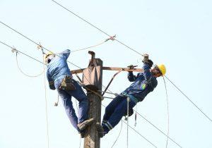 در راستای پایداری شبکه های توزیع برق : احداث ۹۲۰۰ متر کابل خودنگهدار در روستاهای شهرستان صومعه سرا