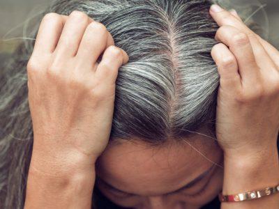 ۹ ماده غذایی که به پیشگیری از سفیدی مو کمک میکنند