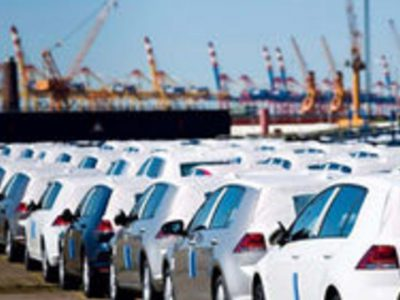 دولت و مجلس در دوراهی واردات خودرو   نامه نگاری خودروسازان برای آزادسازی قیمت تولیداتشان و واردات